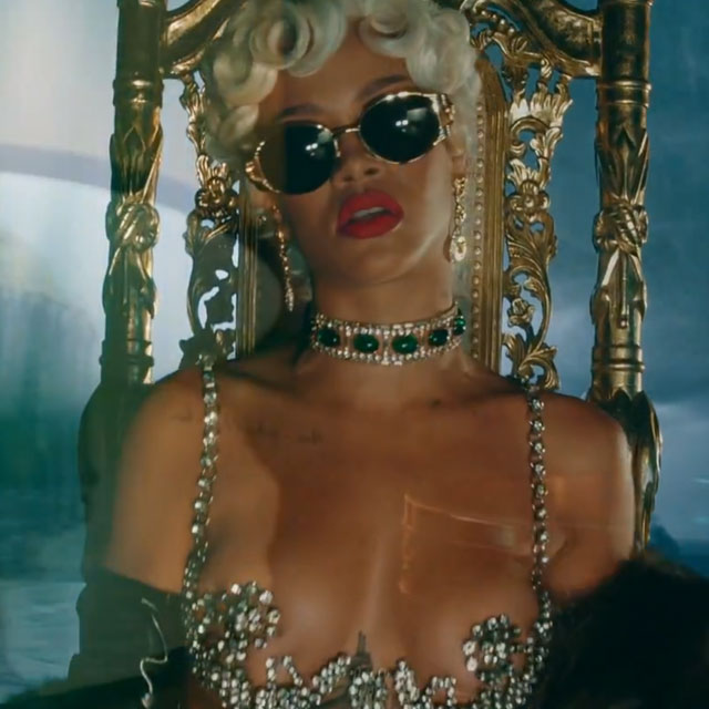 Rihanna-PourItUp