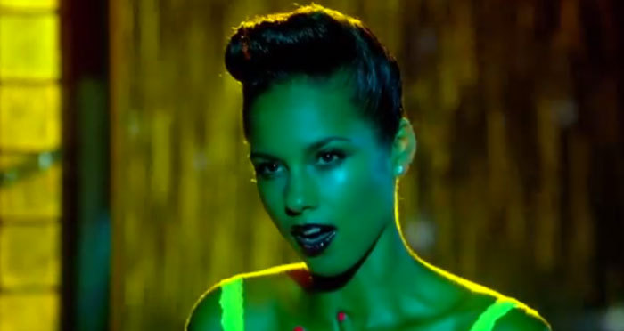 ☆ First Staff Blog ☆-Alicia Keys - Girl On Fire